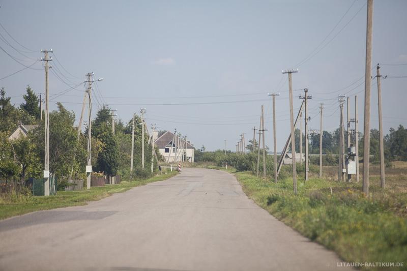Kleine Straße auf dem Lande