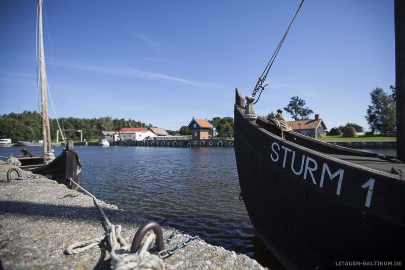 Hotel Šturmų Švyturys: Boote und Hafen